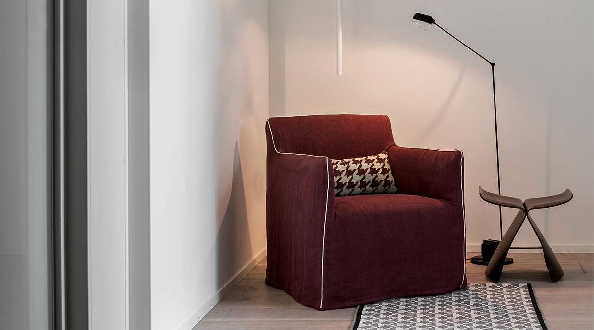 Sofas u couchen online anfragen selectiv einrichtungshaus for Roter ohrensessel