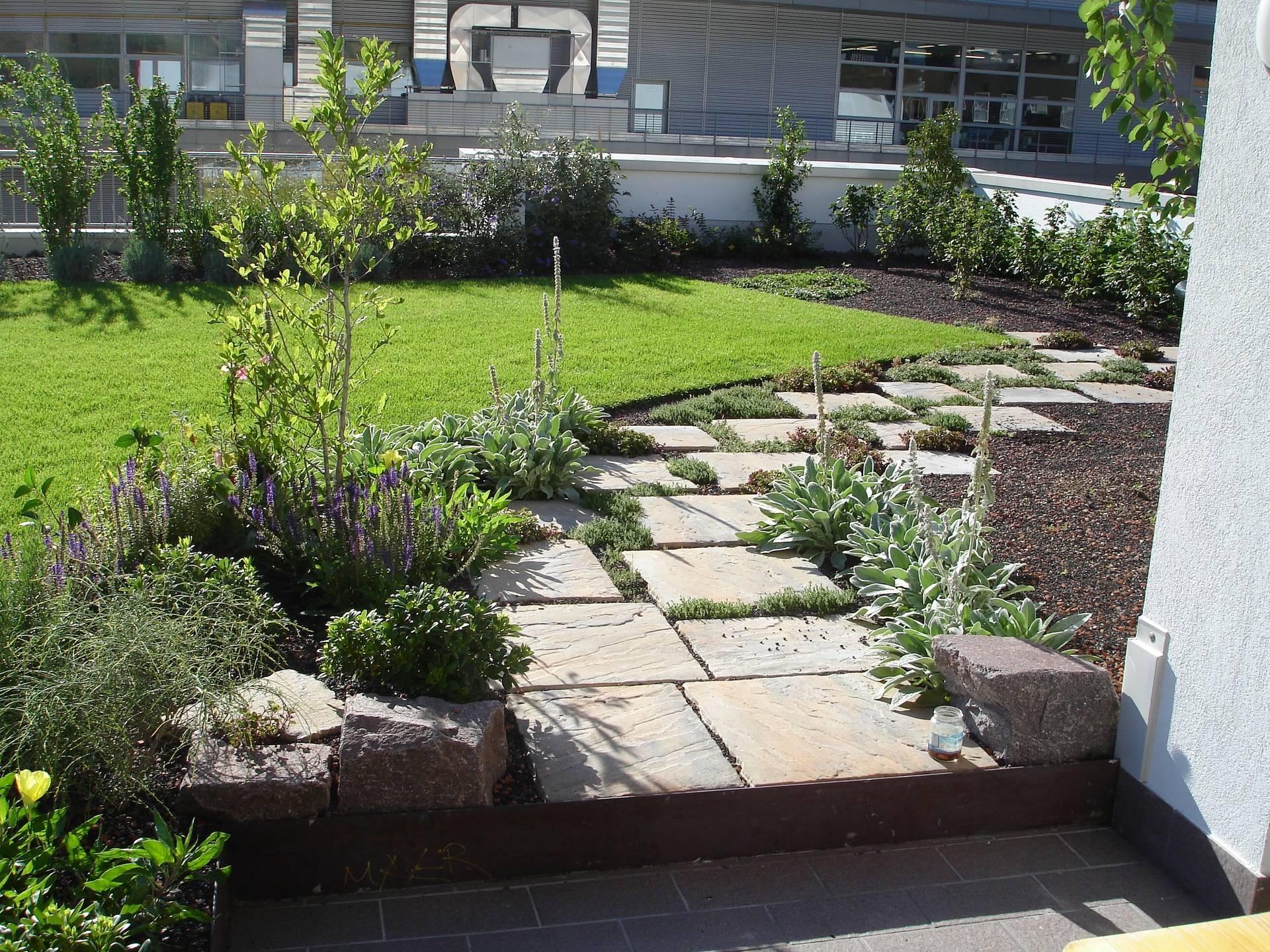 Realizzare esterni e giardini con selectiv interior design - Giardino sul tetto ...