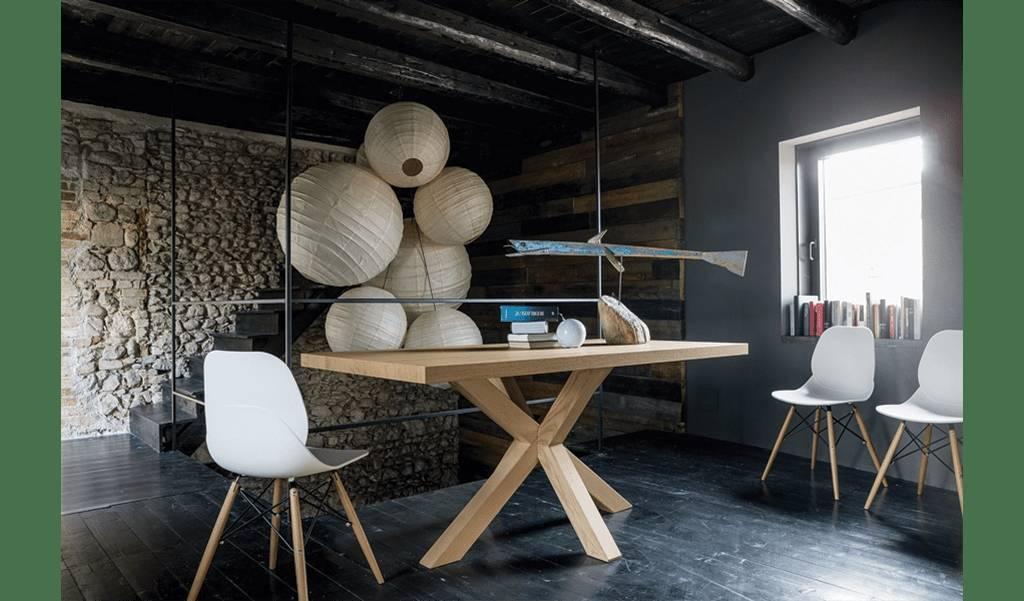Der Holztisch